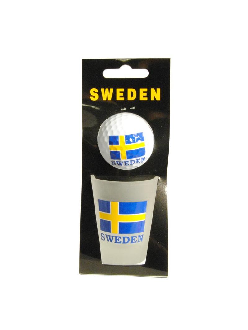 Golfový míček a sklenička